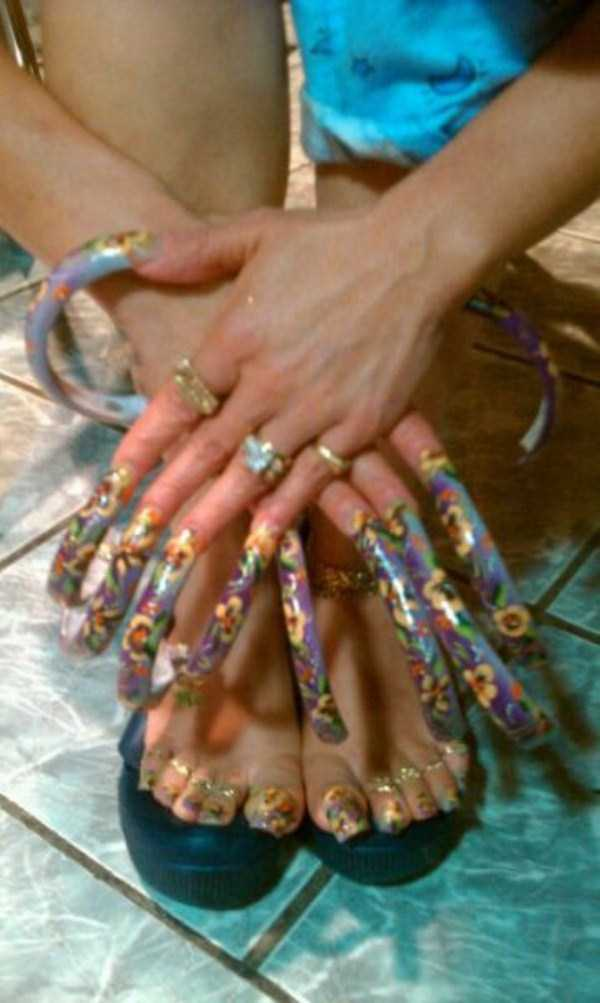 Long Fingernails: Gross or Trendy?