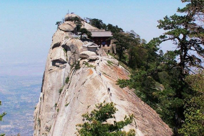At the very top of the southern peak is a Taoist temple that was converted into a teahouse.