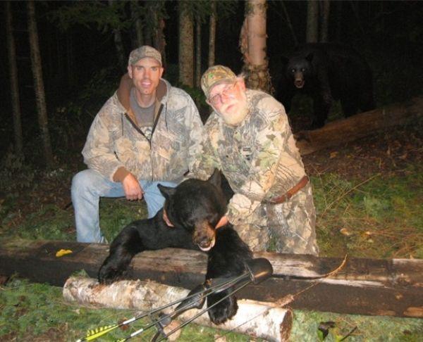 bear-sneaks-up-on-hunters