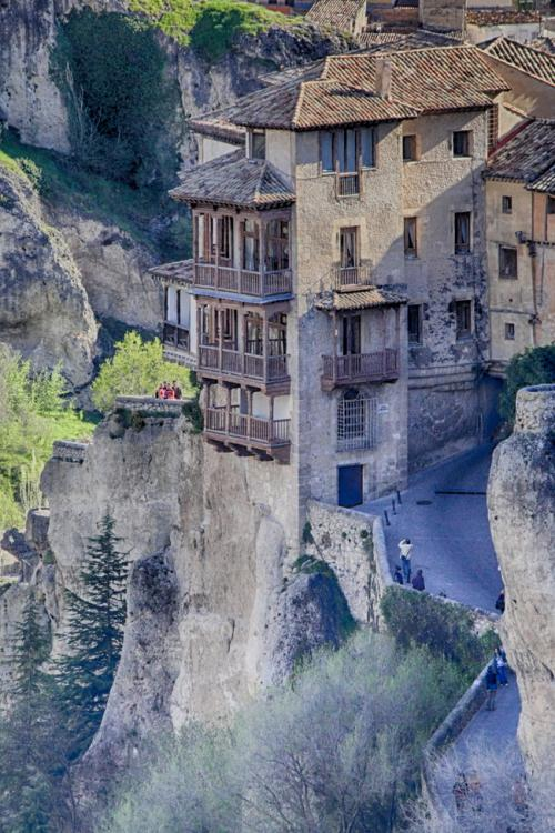 24 Incredible Houses Built In The Most Unusual Places
