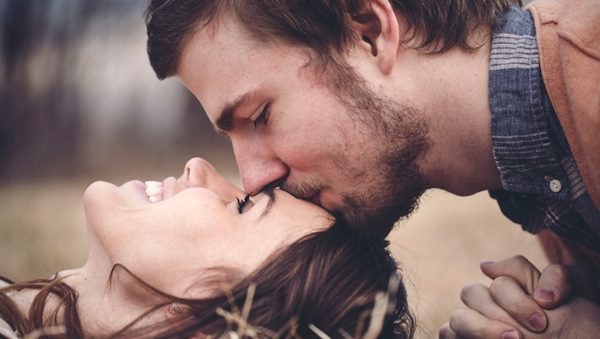 12 Romantic Gestures That Can Make Your Girl Weak In The Knees