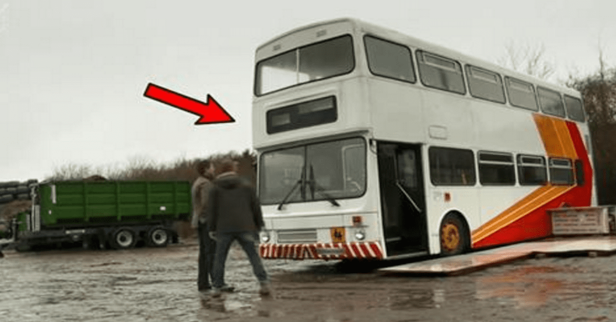 He Renovates An Old Bus To A Mobile Home When You See Whats Inside Jaw Dropping