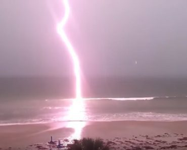 lightning strikes off Daytona beach