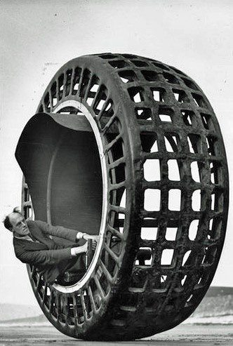 The%20Dynasphere%20was%20a%20monowheel%20electric%20vehicle%20which%20could%20go%20up%20to%2025%20miles%20per%20hour.%20%5B1932%5D