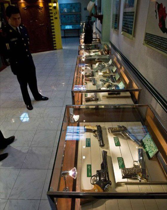 Mexican-Drug-Lord-Home-This-guy-had-a-better-gun-collection-that-most-legitimate-museums-do
