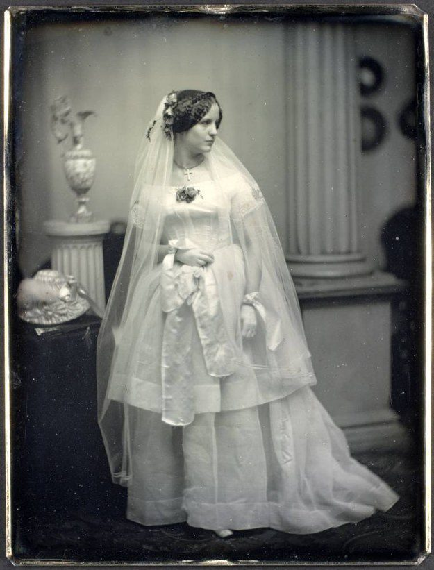 38 Incredible Wedding Dresses From Many Different Periods In Time