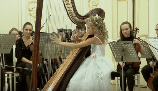 Buy A Harp >> 9-Year-Old Girl Playing The Harp Produces Truly Magical Music