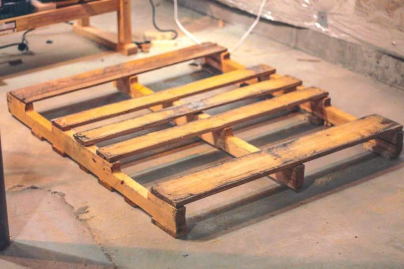 When he bought this old wooden palette from craigslist and turned it into this - Make outdoor pallet swing step step guide ...