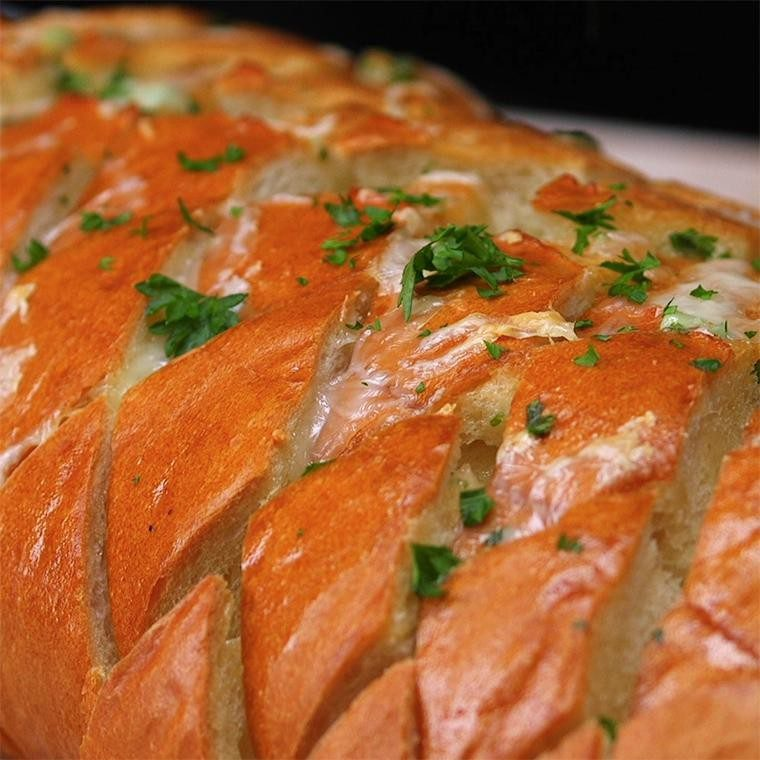 Cheese & Garlic Pull Apart Bread Is A Delicious Side For