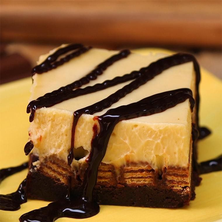 Spoil Your Taste Buds With This Kitkat Cheesecake Brownie