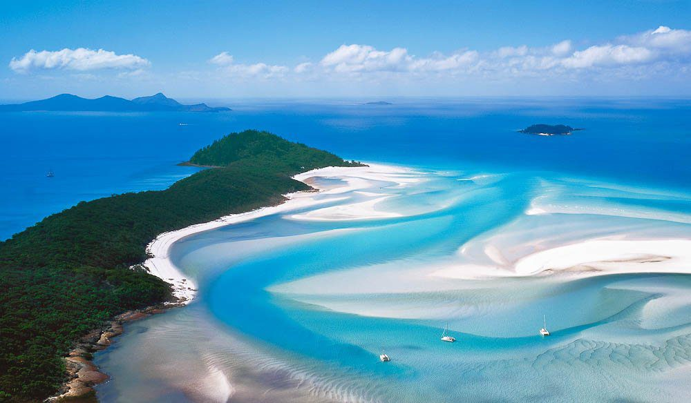 Whitehaven Beach Is A Beautiful Seven Kilometer Long Coastline That Runs Along Whitsunday Island It S Famous For Its Incredibly White Sand Of Which 98