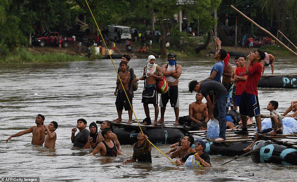 Honduran Caravan Crosses Guatemala Traveling Toward U.S